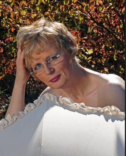 Reiche57 - Reiche ältere Dame sucht...