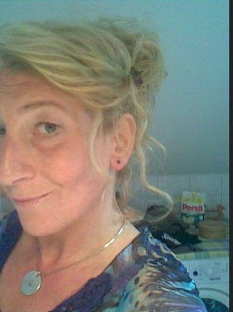 SunshineReggae - Geschiedene Geschäftsfrau und Mutter...
